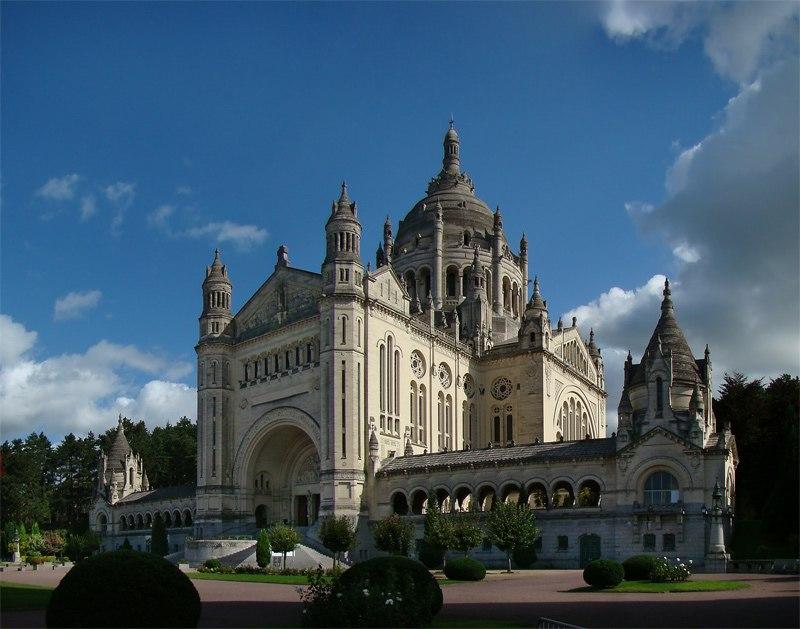 Normandie Calvados Lisieux1 tango7174