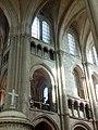 Noyon (60), cathédrale Notre-Dame, croisée du transept, vue vers le sud-est dans le croisillon sud, parties hautes.jpg