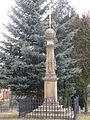 Obelisk se železným křížem, Malé nám., Ostrov.jpg