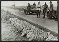 Opruimen van landmijnen bij Hoek van Holland. Verzamelde mijnen wachten op trans, Bestanddeelnr 120-1029.jpg
