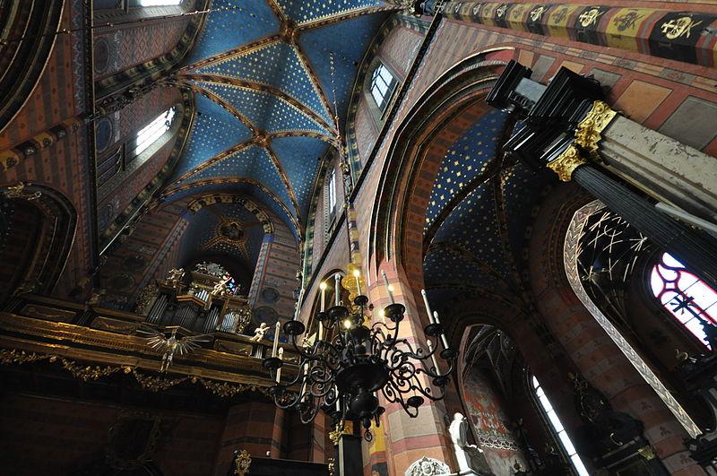 Choeur et voûte polychrome de la Basilique Notre Dame de Cracovie - Photo de Jorge Lascar
