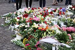 Oslo bombing 2011 day 2 v 02.jpg