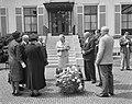 Ouden van Dagen defileren langs koningin Ouden van Dagen uit Berkel-Rodenrijs, Bestanddeelnr 912-5941.jpg