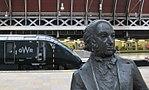 Paddington - GWR 800006 behind Brunel.JPG