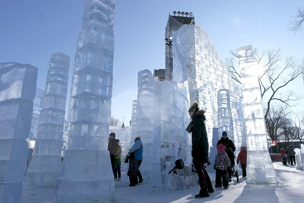 Le chateau de glace du Bonhomme au carnaval de Quebec