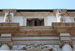 Palazzo Porto, Vicenza - The statues of Iseppo and his son Leonida in the attic