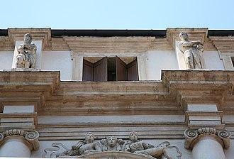 Palazzo Porto, Vicenza - The statues of Iseppo and his son Leonida in the attic