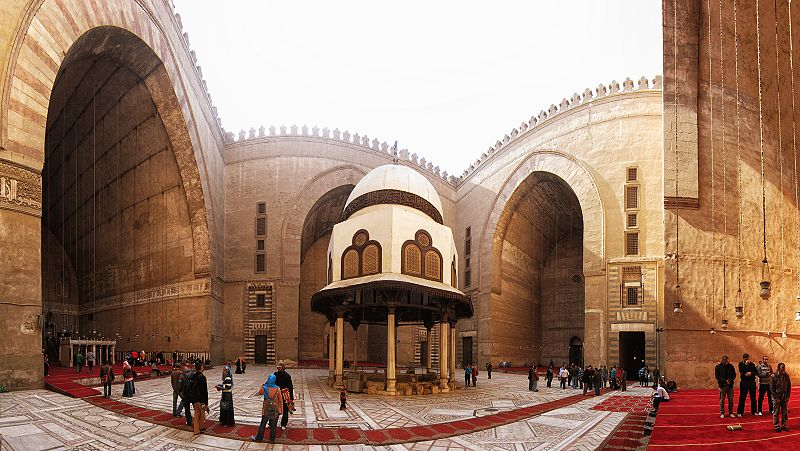 ملف:Panoramic View - Mosque-Madrassa of Sultan Hassan.jpg