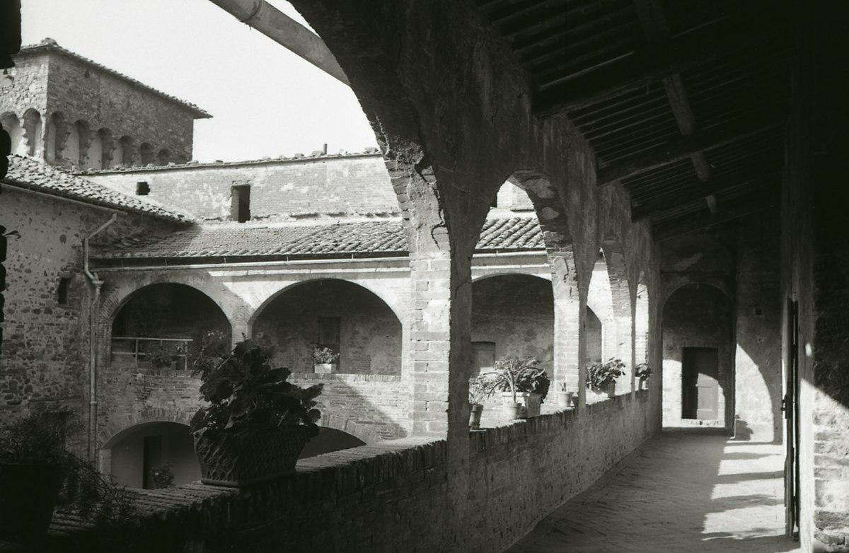 Castello dei cavalieri di malta umbria wikipedia for Malta materiale