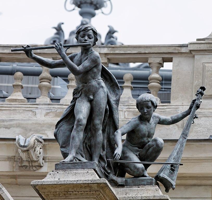 File paris le petit palais le jardin pa00088878 034 for Le jardin paris 9