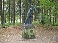 "Pavlovsk Park. Twelve tracks. The outer circle. Statue ""Niobida."".JPG"