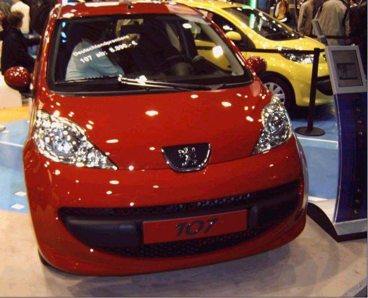 Les chiffres en images - Page 5 740px-Peugeot_107_red_front