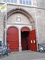 Pieterskerk Leiden zij-ingang.JPG