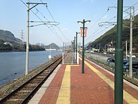 Platform of Huis Ten Bosch Station (North).JPG