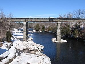 Ponte ferroviario sulla Rivière Jacques-Cartier vicino a Pont-Rouge