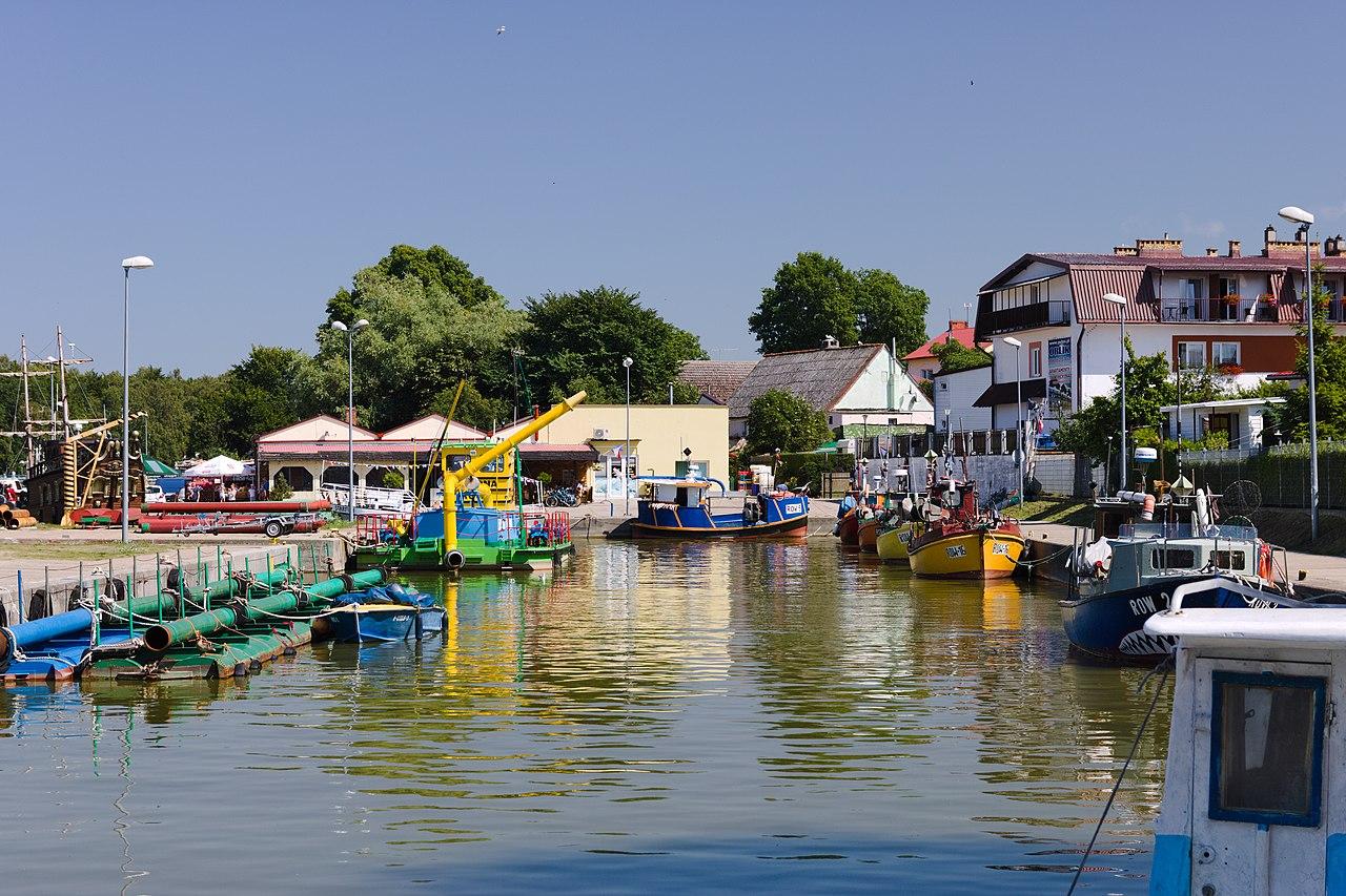 Port morski w rowach to miejsce, w które warto się wybrać i zakupić świeże ryby prosto z kutra