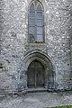 Porte de style gothique du XIIIe s., surmontée d'une verrière.jpg