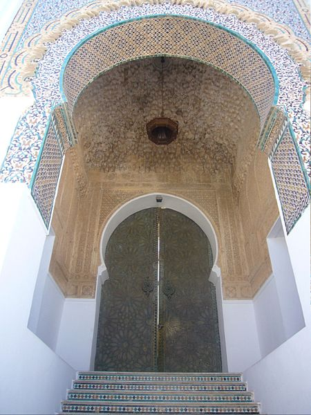 """""""تلمسان """" 450px-Porte_mosquee_Sidi_Boumediene_Tlemcen.jpg"""