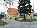 Praha, Lipence, úřad MČ.JPG