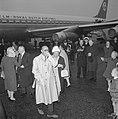 Prinses Beatrix en Prins Bernhard terug uit Amerika Prins Bernhard en koningin , Bestanddeelnr 915-0979.jpg