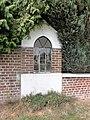 Prisches (Nord, Fr) chapelle dans un mur.jpg