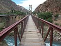 Puente colgante peatonal en Cacheuta.JPG