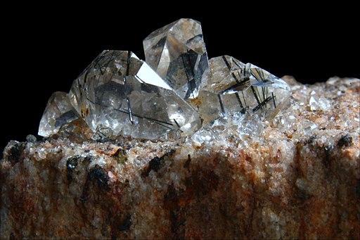Quartz with inclusions of tourmaline (kwarc z inkluzjami turmalinu) - Zagi Mine, Peshawar District, Pakistan.