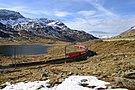 Regionalzug auf der Berninalinie am Lago Bianco.JPG