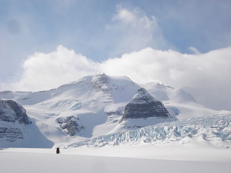 Resplendent Mountain and Robson Glacier.jpg