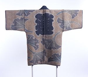 Sashiko stitching - Image: Reversible Fireman's Coat (hikeshibanten) with Interlocking Circles, Chinese Characters (kanji) and Ginkgo Leaves LACMA M.2000.78 (1 of 2)