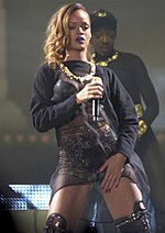 Rihanna Diamonds World Tour 7, 2013.jpg