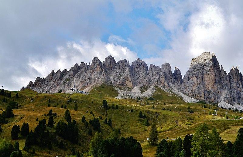 File:Südtirol Grödner Joch Cirspitzen 05.jpg