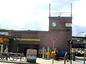 English: The entrance building to the U-Bahn a...