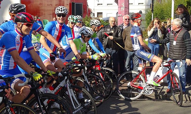 Saint-Amand-les-Eaux - Paris-Roubaix juniors, 10 avril 2016, départ (C27).JPG