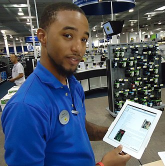 Best Buy - Salesman demonstrating the Apple iPad 2 (June 2011)