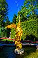 Schlosspark Linderhof, Brunnen in der Westpaterre (12432507853).jpg