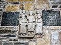 Sculptures extérieures de l'abbatiale.jpg