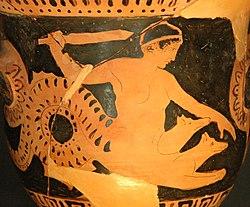 détail poterie attique à figure rouge. Le monstre Scylla représenté sous forme d'un torse humain émergeant de trois têtes animales et complété par une énorme queue de serpent