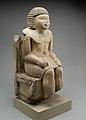 Seated Statue of the Nomarch Idu II of Dendera MET 98.4.9 EGDP019079.jpg