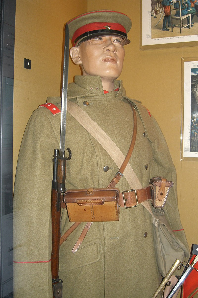 Senior private, infantry, Imperial Japanese army in field service dress as worn on the expedition to Kiaochow in 1914, in the London Imperial War Museum.jpg