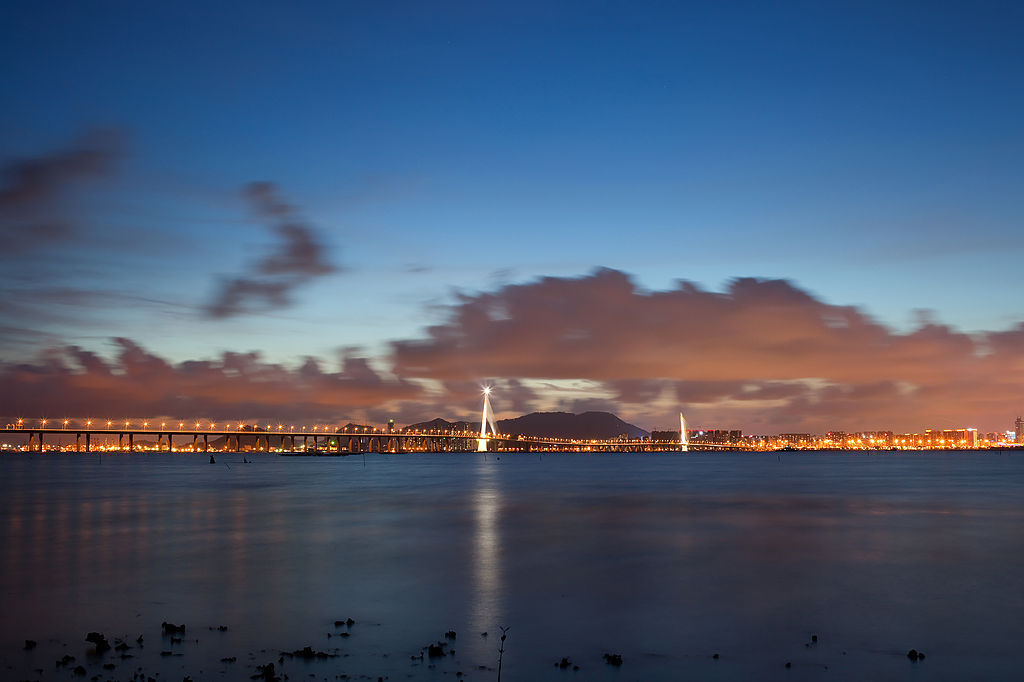 1024px-Shenzhen_Bay_Bridge_2012.jpg