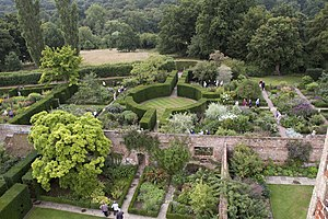sissinghurst castle garden wikipedia. Black Bedroom Furniture Sets. Home Design Ideas