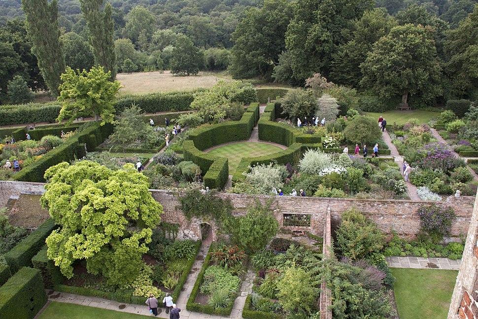 Sissinghurst Gardens 1 (4907255329)