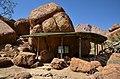 Skála u White Lady - Namibie - panoramio.jpg
