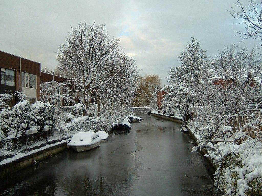 Neige sur un canal en Hollande. (définition réelle 1200×900*)