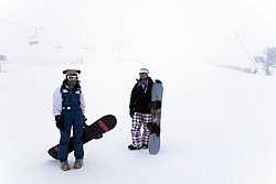 Snowboarders amán d'o pico Chabalambre.