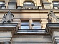 Sochy na průčelí Národního domu na náměstí Míru.jpg