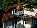 Sonnenschirm auf Balkon.JPG