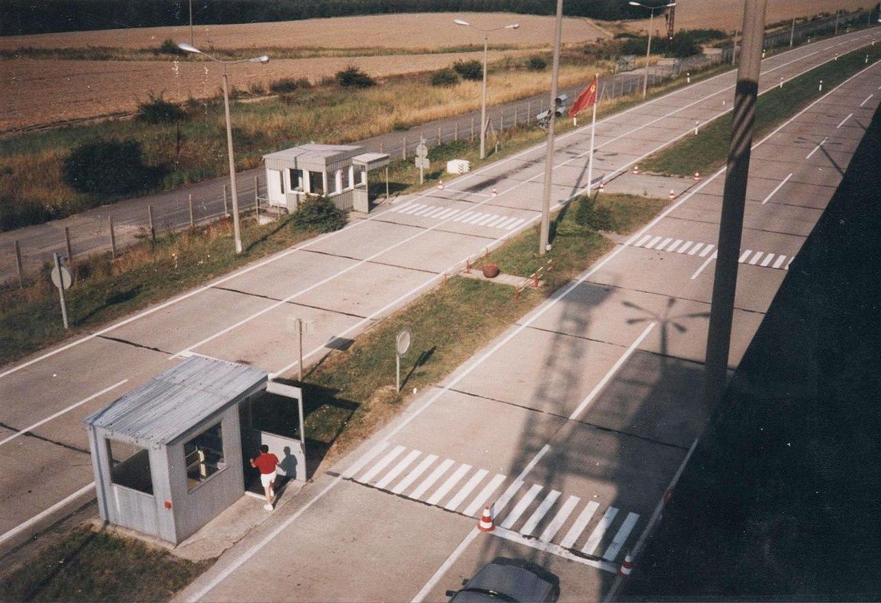 SowjetischerCheckpoint Marienborn 1 (G. Mach).jpg