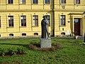 Spomenik Marku Maruliću u Vukovaru.jpg